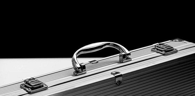 aluminiowa walizka