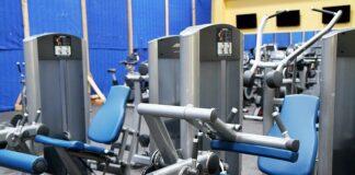 jak łączyć ćwiczenia na siłowni